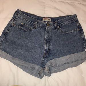 Vintage high waisted denim jean shorts!